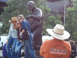 Willie Nelson statue unveiled